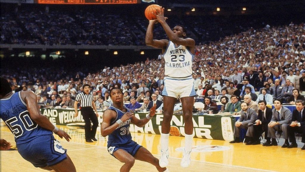 Michael Jordan en partido con North Carolina contra Georgetown