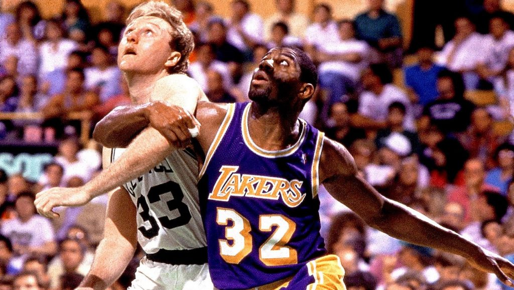 Larry Bird y Magic Johnson en un partido