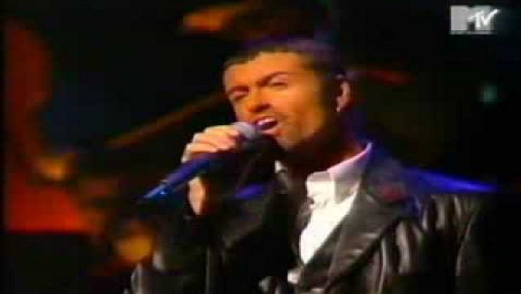 "George Michael interpretando ""Jesus to a child"""