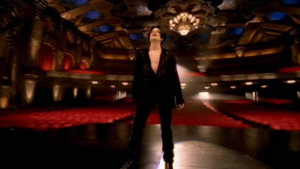 "Michael Jackson durante el videoclip de ""You are not alone"""