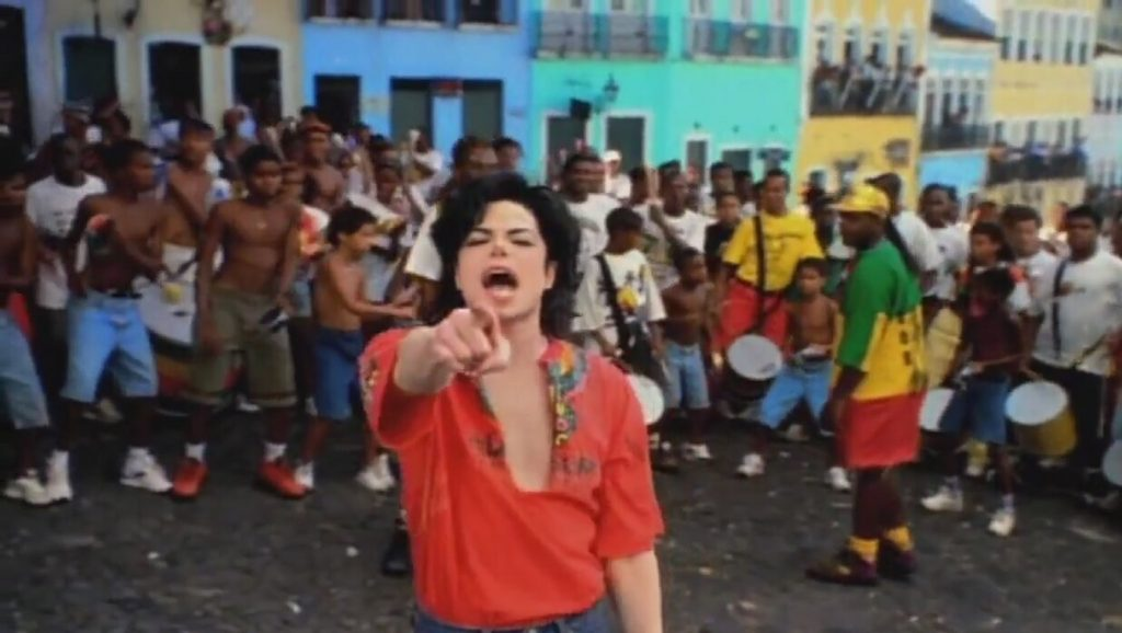 "Michael Jackson durante el videoclip de ""They don't care about us"""