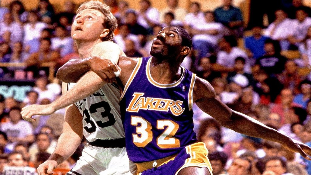 Larry Bird y Magic Johnson durante partido de la NBA
