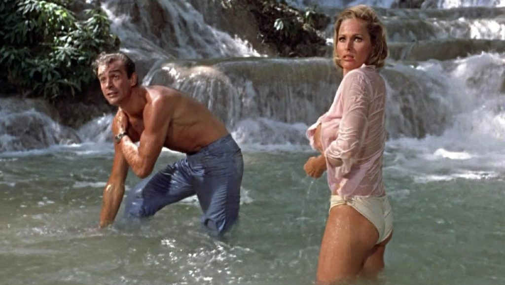 "Sean Connery y Ursula Andress en ""Agente 007 contra el Dr. No"""