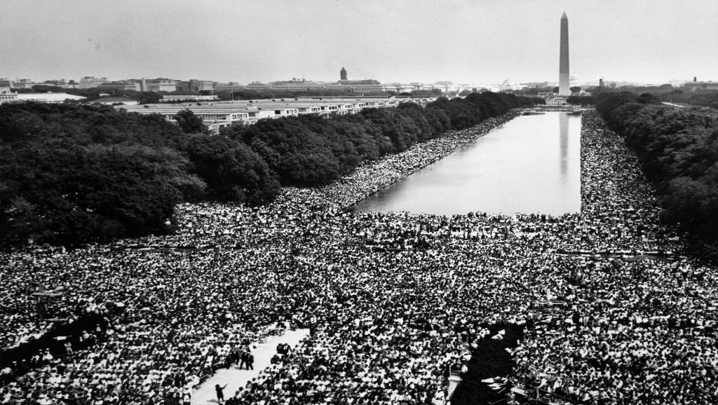 Multitud en Washington esperando el discurso de Martin Luther King