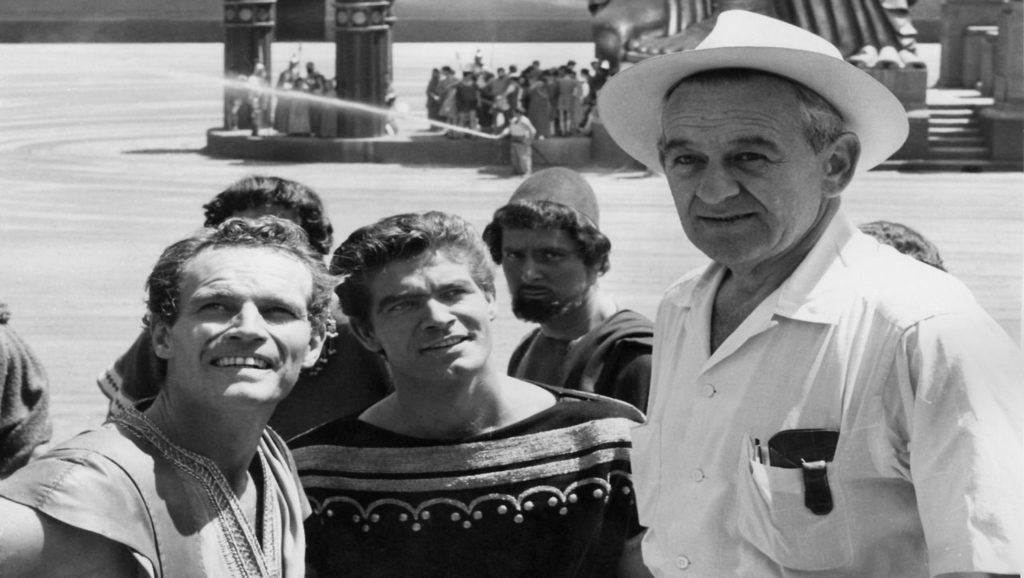 "Charlton Heston, Stephen Boyd y William Wyler durante el rodaje de ""Ben-Hur"""