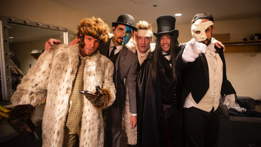 "Backstreet Boys con los disfraces del vídeo ""Everybody"""